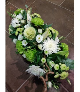 Coussin long de fleurs pour un deuil