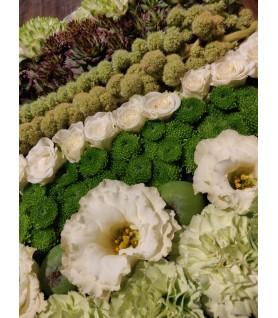 Coussin carré de fleurs pour un deuil