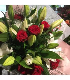 Bouquet de fleurs variées rouge et blanc