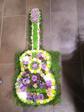 Guitare fleurie